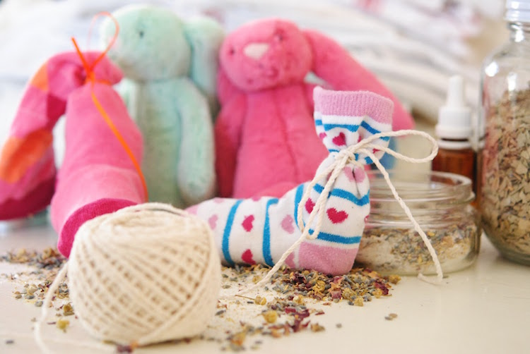 How to Make a Children's Sock Bath Using Herbs